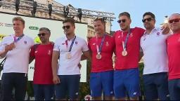 Členovia K4 pokračovali v tvrdej drine aj po návrate z olympiády. Prevzali si zaslúžené odmeny