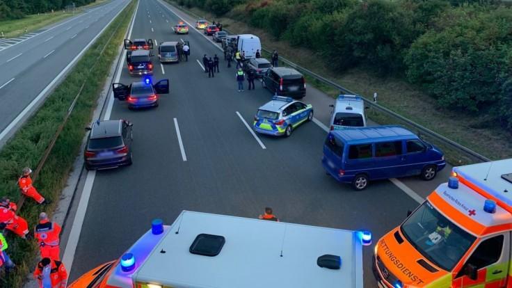Dráma na nemeckej diaľnici. Polícia zadržala muža, ktorý mal mať rukojemníkov
