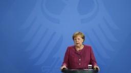 Merkelová sa zapojila do kampane. Posilniť chce šance jej možného nástupcu