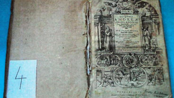 Polícia odhalila zlodejov vzácnej knihy zo 17. storočia