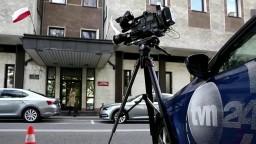 Poľské úrady predĺžili televízii TVN 24 povolenie vysielať. Podľa kritikov to však má háčik