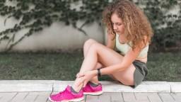 Príčiny, ktoré nám ráno spôsobujú bolesť päty a ako ju zmierniť