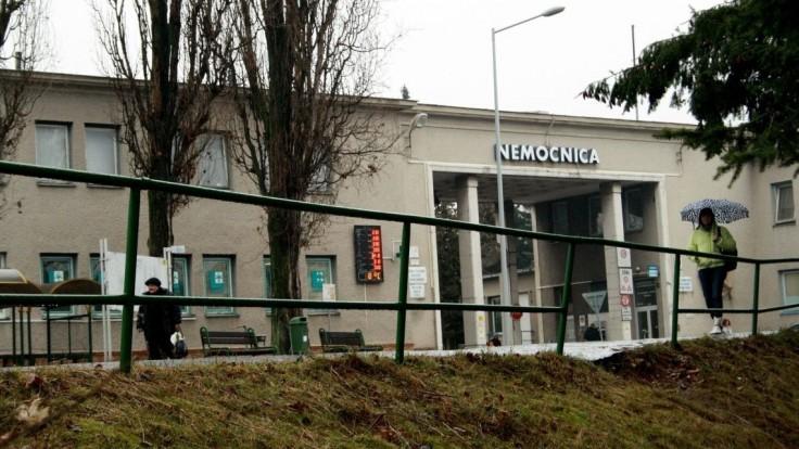 V Bojniciach sa stav pomaly zhoršuje, nemocnica otvára červený urgent