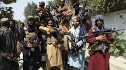 Taliban obnovuje popravy a amputácie, ľuďom by ich mohol povoliť nakrúcať a šíriť