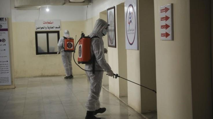 Koho nezabila vojna a nálety, zabíja koronavírus. V Idlibe nemajú niektorí ani na rúška