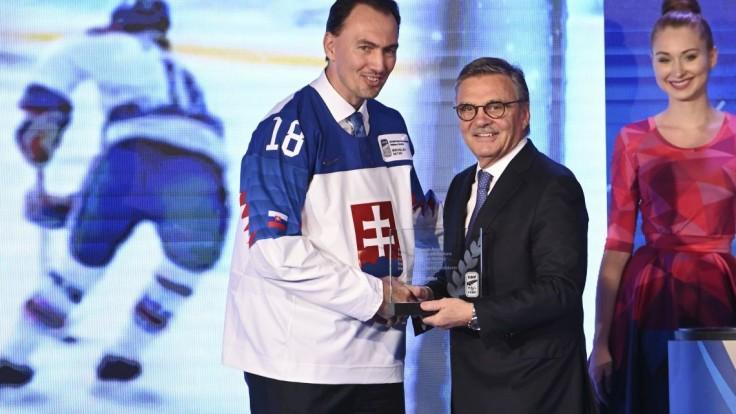 Prezident hokejovej federácie končí. Legendy sa s ním rozlúčili na ľade, nechýbali Slováci