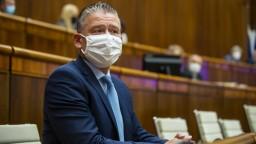 Mikulca v parlamente neodvolali, zostáva ministrom vnútra