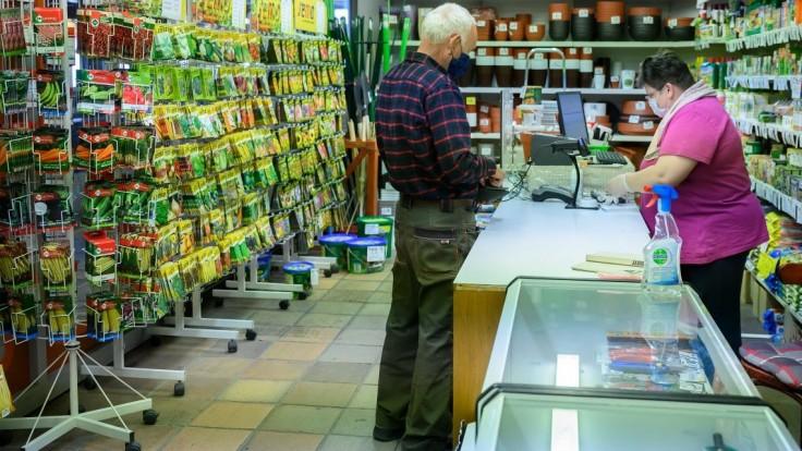 Ceny nákupov by sa mali zaokrúhľovať, aby sa obmedzil obeh menších mincí