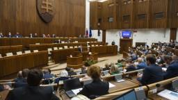 Rokovanie parlamentu ukončili skôr, v sále sedelo menej ako desať poslancov