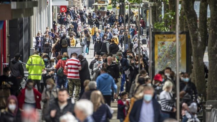 Podávanie rúk a koniec limitom. Nórsko sa vracia do normálu, zruší takmer všetky opatrenia