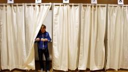 Na Islande si po štyroch rokoch volia nový parlament, podľa analytikov pôjde o tesný boj