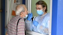 Pribudli nové obete i hospitalizovaní, PCR testy ukázali vyše tisíc nových prípadov