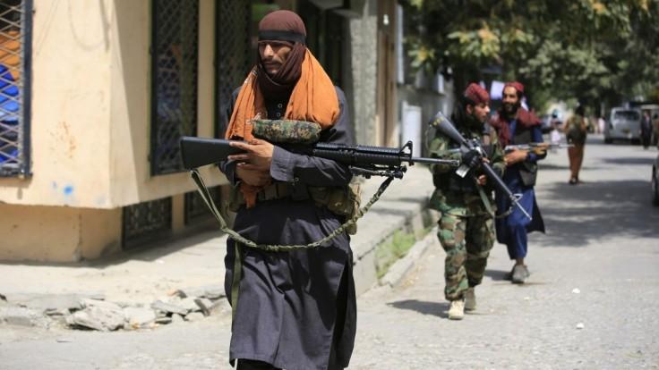 Taliban zavesil v meste Herát na žeriav mŕtve telo