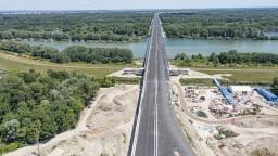 Otvorila sa ďalšia časť bratislavského obchvatu vrátane Lužného mosta