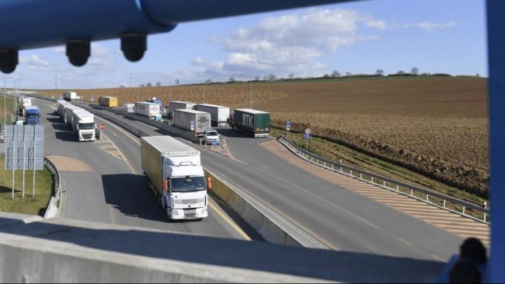Británia umožní príchod tisícom vodičov nákladných áut zo zahraničia. Má ich nedostatok