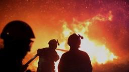 Požiar v Trebišove spôsobil škodu okolo 800 000 eur. Zasahujú takmer štyri desiatky hasičov