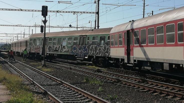V okrese Hlohovec poškodil vykoľajený vlak 1200 metrov trate