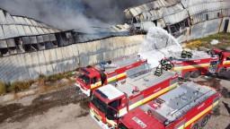 Škoda po požiari v Trebišove je takmer milión eur. Zhorelo niekoľko technických strojov