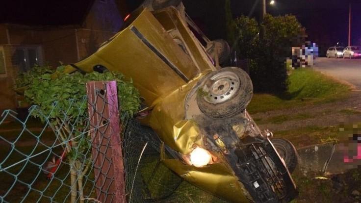 Nabúrané auto šoféroval iba 15-ročný chlapec, nafúkal viac ako dve promile