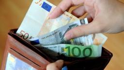 Slováci pri nedostatku financií ako posledné obmedzia výdavky na vzdelanie