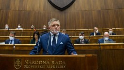 Fico oznámil Čaputovej, že jej doručia dve otázky do ďalšej petičnej akcie