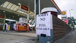 Británia trpí nedostatkom pohonných látok, mnohé čerpacie stanice sú prázdne. Pomôcť má armáda