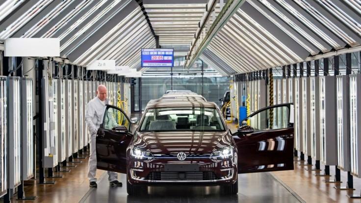 Volkswagen má odškodniť všetkých ľudí, ktorí si kúpili autá s manipulovanými emisiami