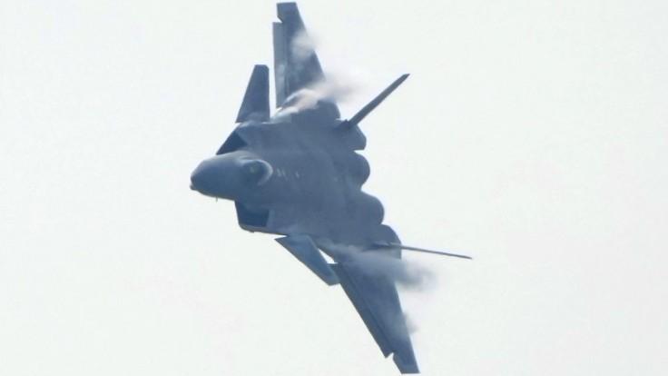 Čína dobieha Spojené štáty, predstavila nové drony i stíhačky
