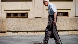 Mladík napadol dôchodcu a uhryzol ho do nosa, hrozí mu trojročné väzenie