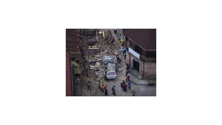 Pri silnom zemetrasení v Guatemale zahynulo najmenej 50 ľudí