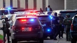 Zo školy v Texase hlásia streľbu a viacero zranených, útočník nemá ani 20 rokov