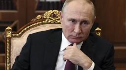 Putinovi klesá popularita, dôveruje mu najmenej ľudí za takmer desaťročie