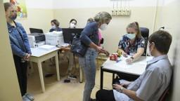 Vírus si vyžiadal vysoký počet obetí, hospitalizovaných je už viac ako 800 ľudí