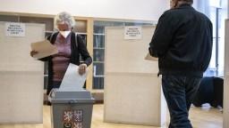 Česko má za sebou prvý deň volieb. Zaobišli sa bez väčších incidentov