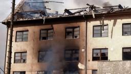 Bývalú lisovňu v Bratislave zachvátil požiar, hasili ho viac ako šesť hodín
