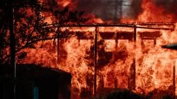 Rozsiahly požiar v Bratislave: V Ružinove horela drevená ubytovňa