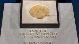 Nobelovu cenu za ekonómiu spoločne získali Card, Angrist a Imbens