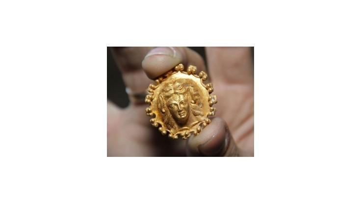 Bulharskí archeológovia objavili v tráckej hrobke zlatý poklad