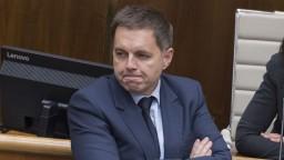 Exminister financií a guvernér Národnej banky Slovenska Peter Kažimír je obvinený z podplácania