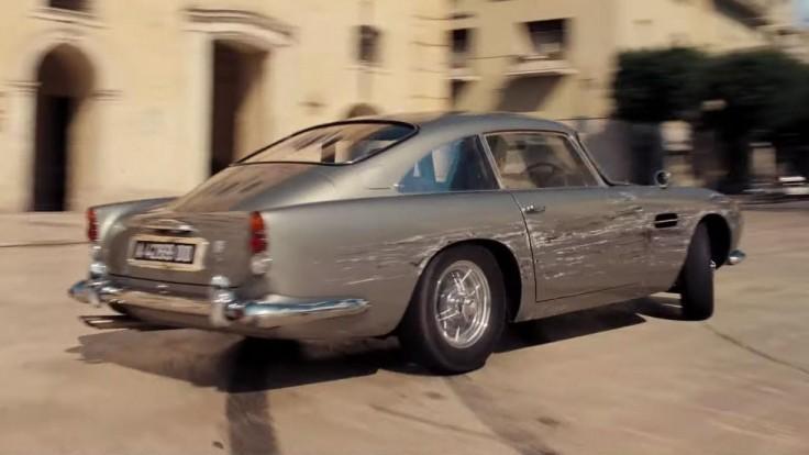 Aston Martin hviezdi v najnovšej bondovke, predviedli sa až štyri zaujímavé autá