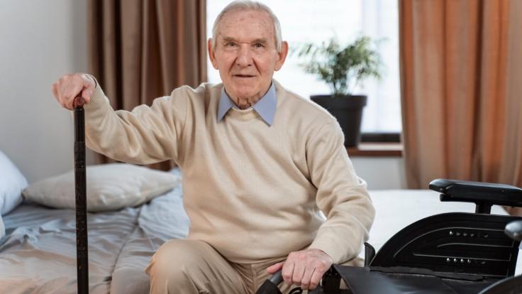 Smrteľných pádov u seniorov pribúda. Môže za ne pandémia a izolácia