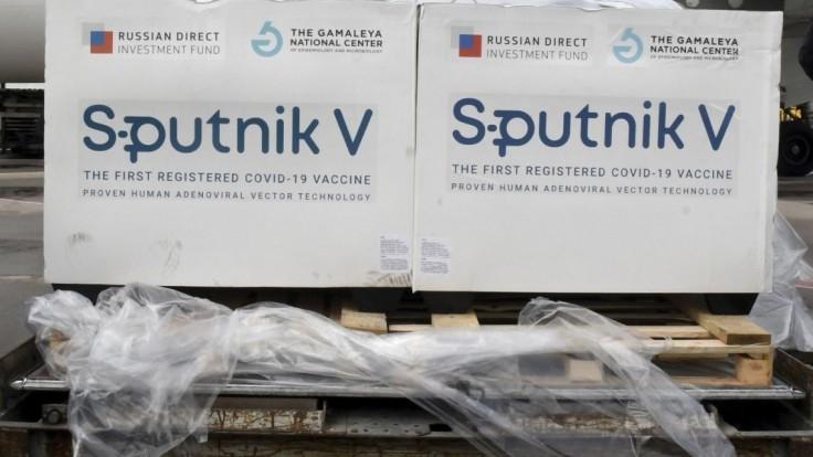 Britský denník sa ospravedlnil za článok o ruskej krádeži vzorca AstraZenecy