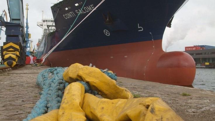 Talianski pracovníci odmietajú covidpasy, hrozia blokádou prístavov