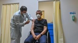 Český premiér Babiš dostal už tretiu dávku vakcíny proti koronavírusu