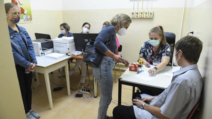 Trnavský samosprávny kraj spustil očkovanie proti koronavírusu na stredných školách
