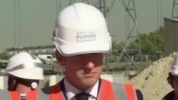 Macron si bol pozrieť výstavbu nového olympijského komplexu, otvoriť by sa mal o tri roky
