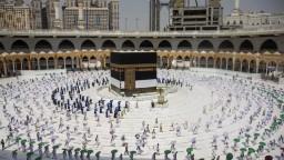 Veľká mešita v Mekke funguje opäť s plnou kapacitou, Saudská Arábia uvoľnila opatrenia