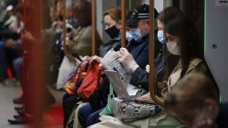 Rusko hlási rekordný počet nových nakazených, za deň zomrelo takmer tisíc ľudí