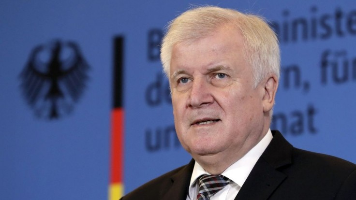 Nemecko neuzavrie hranice s Poľskom. Kľúč na riešenie situácie je podľa Seehofera v Moskve