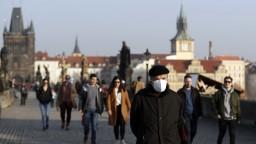 V Česku budú mať povinné nosenie respirátorov v práci. Testy budú platiť kratšie